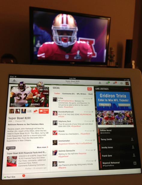 테스트삼아 써본 Zeebox라는 앱. TV 컴패니언앱. 보는 프로그램 관련 정보를 실시간으로 제공하며 관련 트윗도 보여준다.