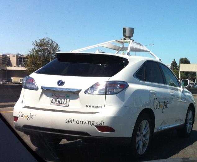 지난해 8월 우연히 101고속도로에서 만난 구글의 무인자동차.