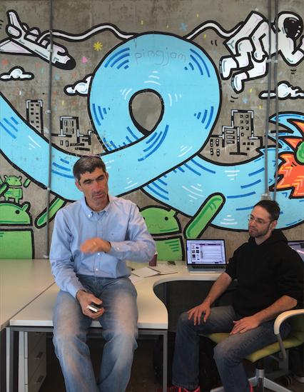 구글이 스타트업에게 개방한 공간인 '캠퍼스 텔아비브'에서 만난 Zula의 CEO 데이빗.(왼쪽) 벌써 몇번의 창업을 경험한 이스라엘에서 잘 알려진 연쇄창업자라고.