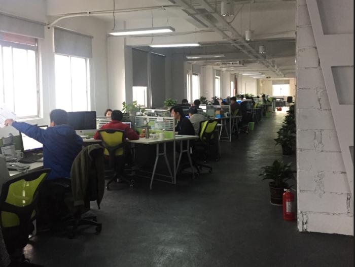 지난번 심천에 갔을때 방문한 Atsmart라는 회사. 각종 IoT제품을 만드는 회사로 직원이 50명쯤 된다. 그런데 이 회사가 설립된지 불과 1년 2개월정도 밖에 되지 않는다는 얘기를 듣고 깜짝 놀랐다.