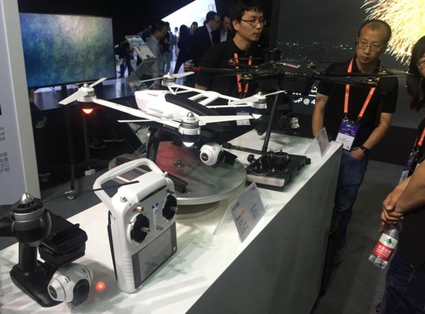 CES Asia 2015에서 본 한 중국 드론업체의 부스.