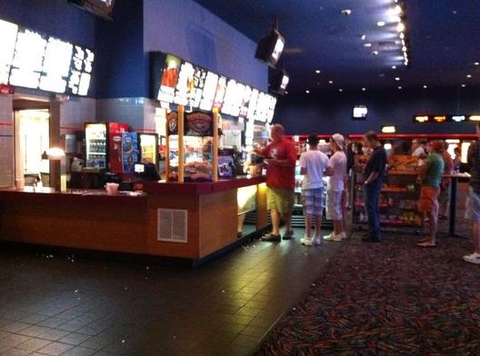 직원들과 함께 영화를 보러간 Burington의 AMC영화관. (사진출처 Yelp)