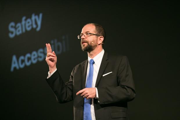 토요타가 실리콘밸리 리서치센터의 수장으로 영입한 길 플랫박사. 소프트웨어의 중요성을 강조했다.